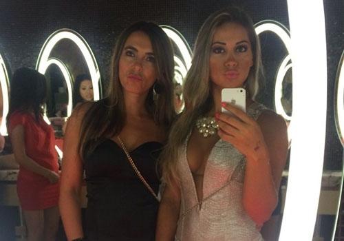 Ex-BBB Mayra Cardi escolhe look revelador para cair na noite