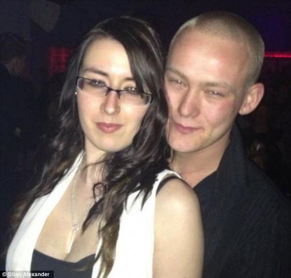 Mulher grávida morre ao ser atropelada por carro do pai de seu bebê