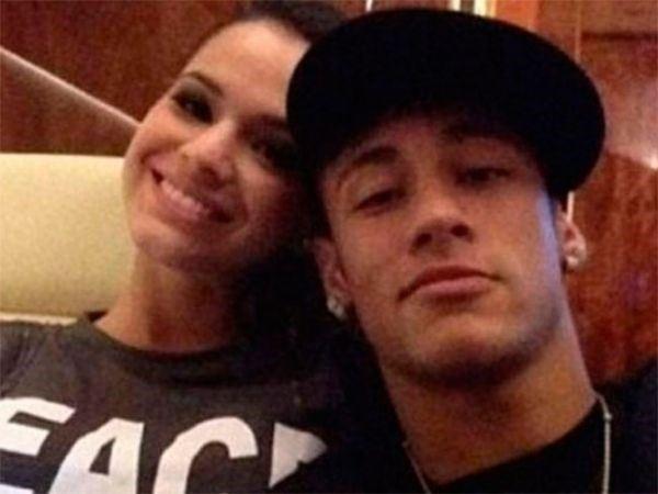 Bruna Marquezine passa a noite com Neymar e deixa Guarujá às escondidas