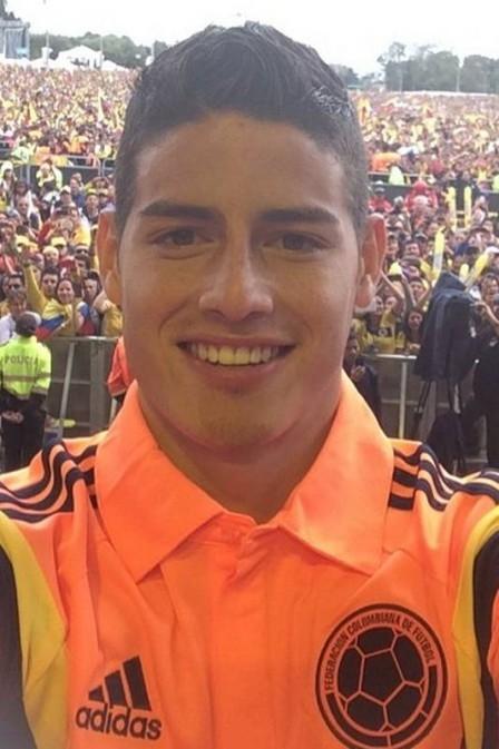 James Rodriguez, destaque da Copa do Mundo, gastou R$ 13 mil em loja de grife antes de voltar para Colômbi