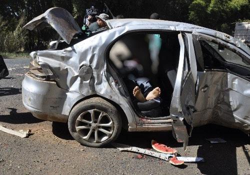 PM resgata motorista que estava sufocando em melancia após acidente