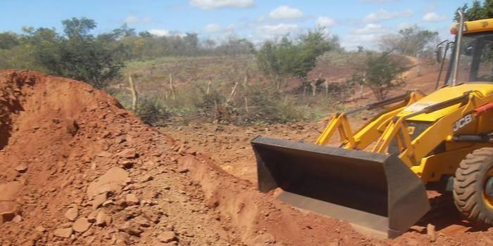 Mais estradas –recuperação da estrada de Telha.