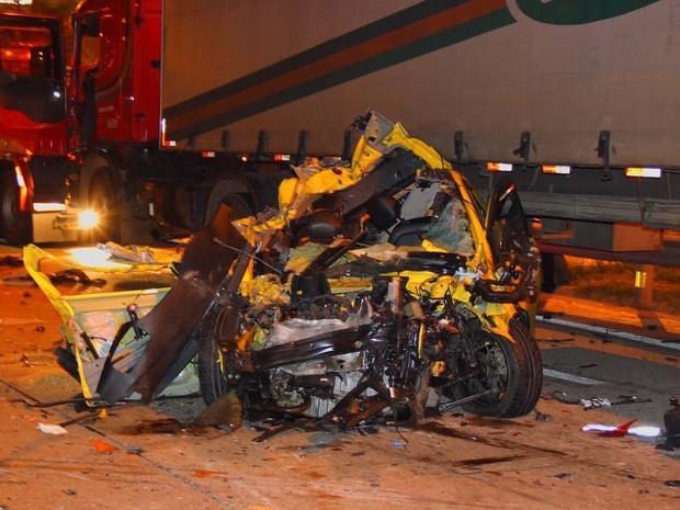 Acidente entre carretas e carros deixa dois mortos na rodovia Castello Branco