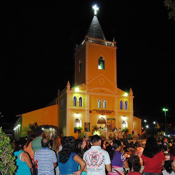Milhares de fiéis lotam a Igreja Matriz em mais uma noite de novena