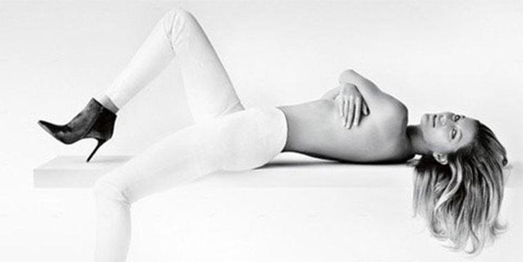 Gisele Bündchen faz topless em nova campanha de marca de calçados