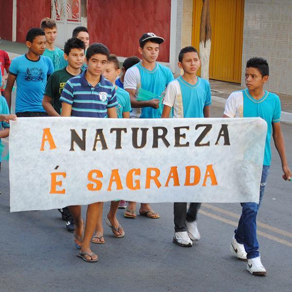 U.E. Chico Monção realiza caminhada no encerramento do Projeto Meio Ambiente Nas Ondas da Leitura
