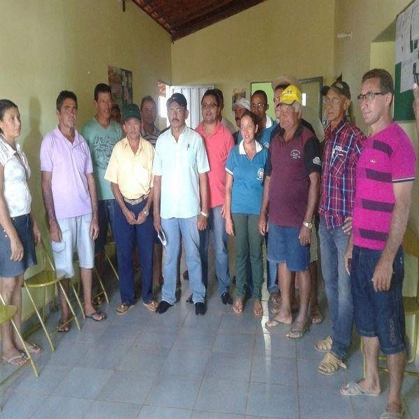 Prefeitura entrega kits de irrigação a agricultores