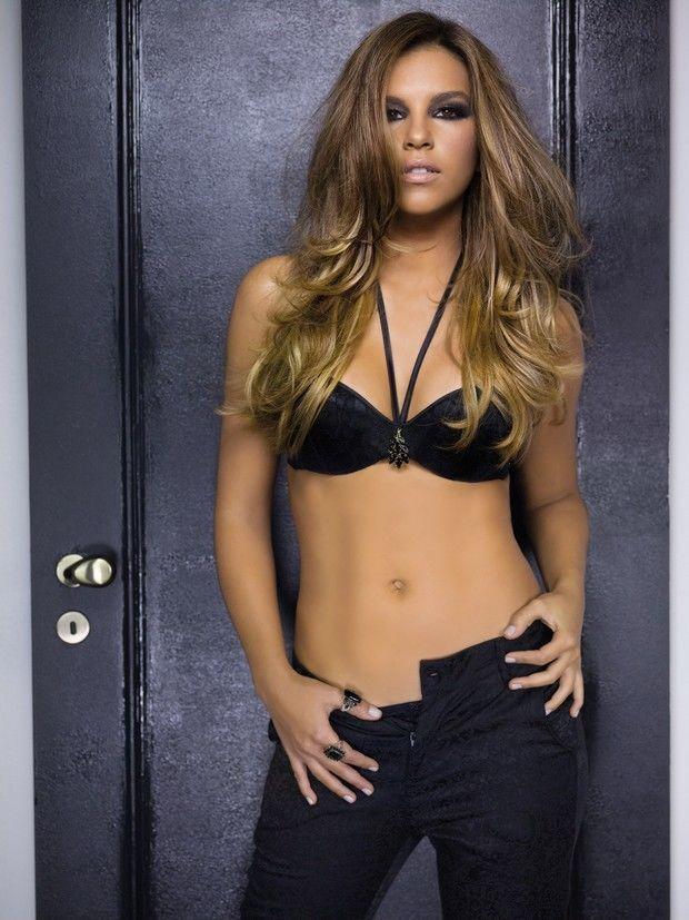 4ceb15a438444 Mariana Rios em campanha de lingerie