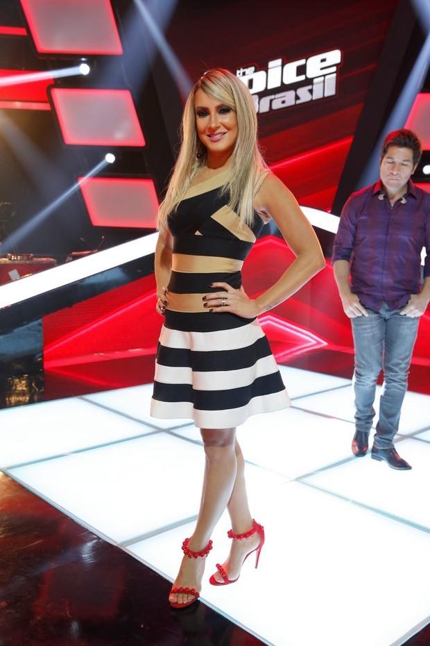 Claudia Leitte chama atenção com vestido curtinho de R$ 2.220 - Imagem 1