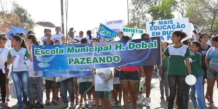 Moradores pedem fim da violência na zona Sul em Caminhada pela Paz em Teresina