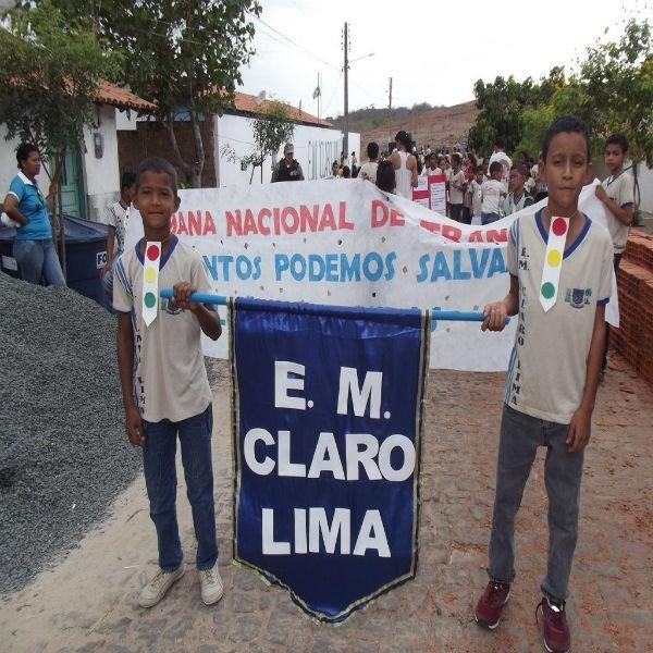 Escola Municipal Claro Lima realiza caminhada educativa em homenagem a semana do trânsito