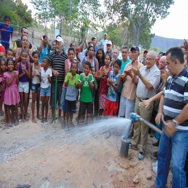 Prefeitura inaugura rede de abastecimento de água na localidade Barroca