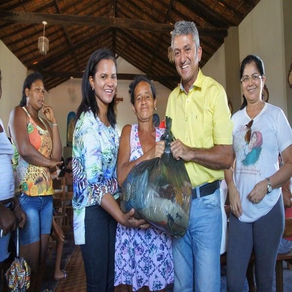Prefeito de Monte Alegre do Piauí faz entrega de sextas básica para famílias da pastoral da criança