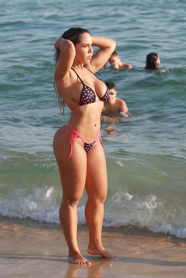 ariana grande desnudo libre