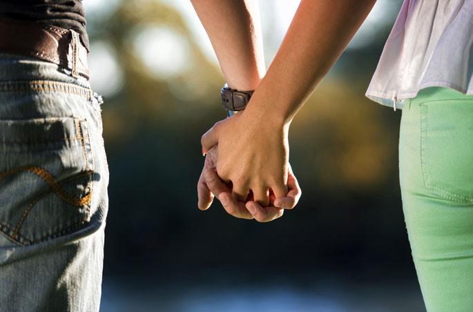 Jovem de 18 anos se casará com seu próprio pai após dois anos de namoro - Imagem 1