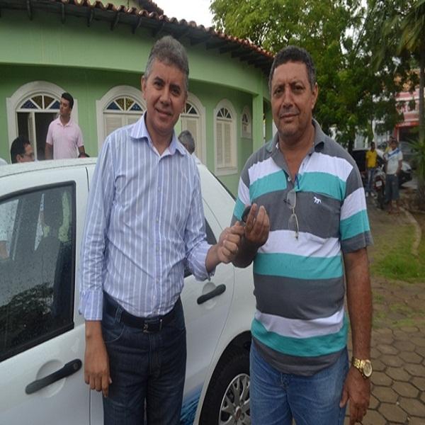 Secretaria municipal de Educação e SAAE ganham novos carros