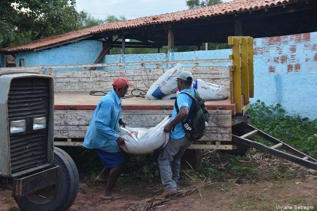 Distribuição de calcário e fertilizante aos pequenos produtores rurais tem início no Morro Redondo - Imagem 2