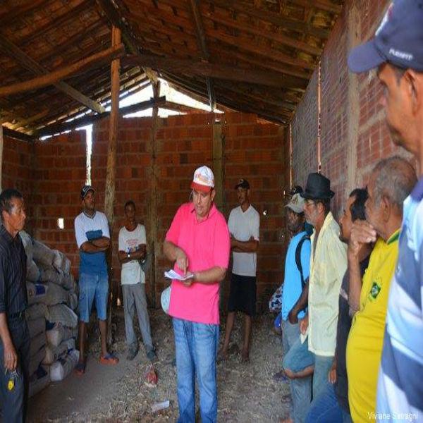 Distribuição de calcário e fertilizante aos pequenos produtores rurais tem início no Morro Redondo