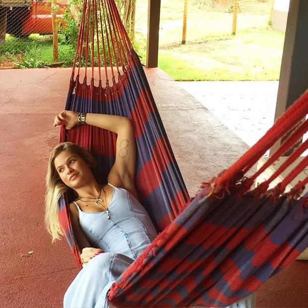 Andressa Suita posta foto e fãs perguntam: 'Fazenda do Gustavo?'