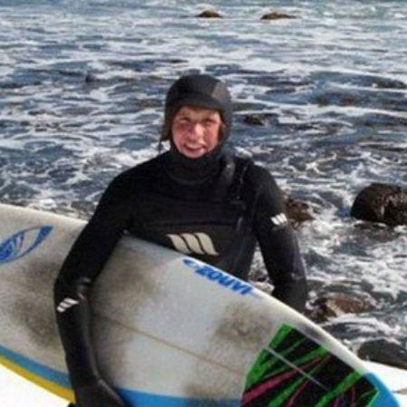 Surfista é atacado por tubarão e tem sua perna esquerda amputada