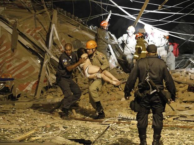 Explosão deixa feridos e destrói  40 imóveis no Rio de Janeiro