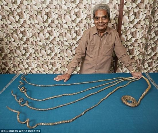 Indiano exibe as unhas mais longas do mundo: polegar tem 1,97m