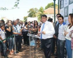 Governador Wellington Dias inaugura internet livre em praça de THE