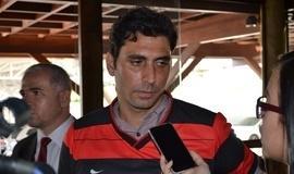 """Athirson chega ao Esporte Clube Flamengo e avisa: """"adoro desafios"""""""