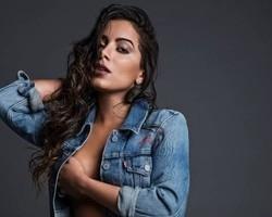 Revista VIP comemora 18 anos e divulga novas fotos de Anitta; veja