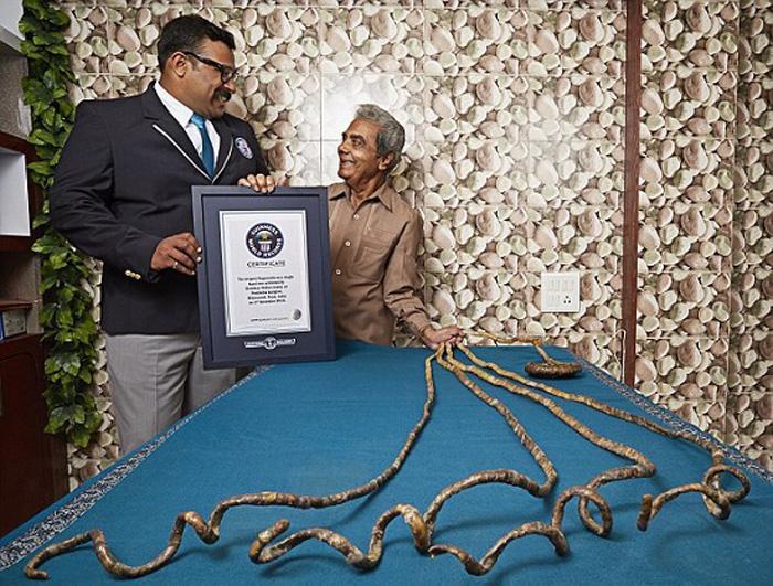 Unhas de 9 metros levam indiano para o livro dos recordes