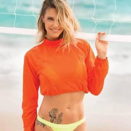 Aos 38 anos, Fernanda Lima mãe de gêmeos mostra barriga trincada