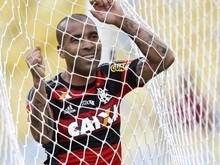 Emerson Sheik volta a provocar Vasco e diz que fica no Flamengo