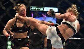 Ronda perde o reinado e é nocauteada com chute na cabeça