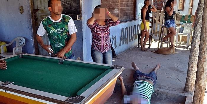 Homem é baleado no pescoço em bar no litoral do Piauí
