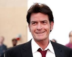 Charlie Sheen pagava até 10 mil dólares por sexo sem camisinha