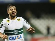 Coritiba vence o Santos e se afasta da zona de rebaixamento