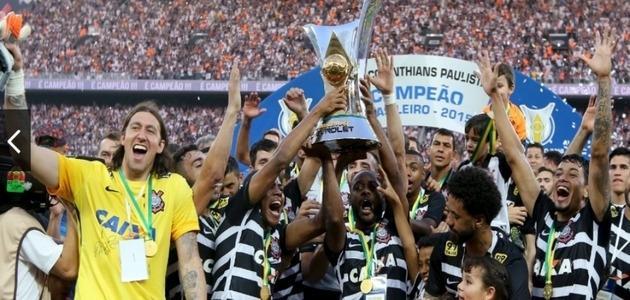 Corinthians goleia o São Paulo em jogo da entrega da taça