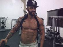 Gusttavo Lima posta foto sem camisa e recebe elogios dos fãs