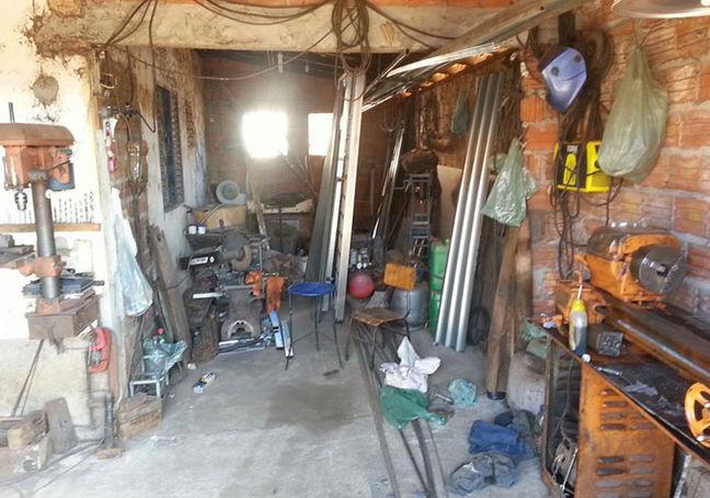 Oficina onde funcionava a fabricação ou conserto das armas (Crédito: Divulgação/ Polícia Civil)