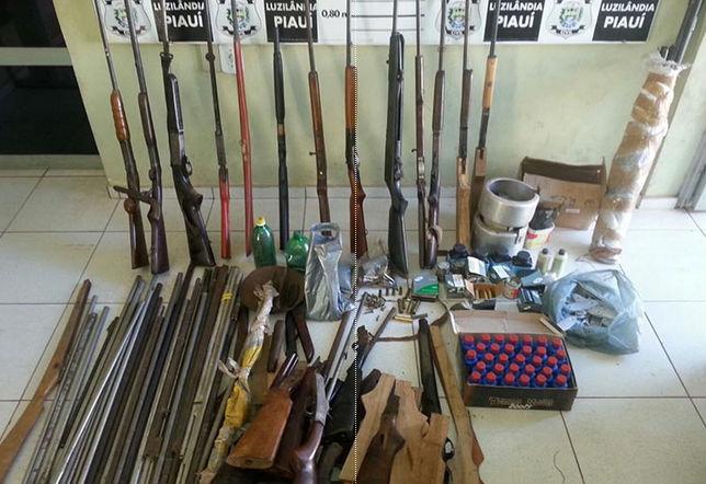 Armas apreendidas pela polícia em Esperantina (Crédito: Divulgação/ Polícia Civil)