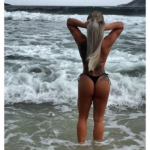 Denise Rocha curte praia carioca (Crédito: Reprodução/ Instagram)