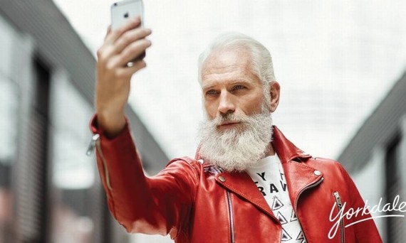 Papai Noel fashion é o 'rei das selfies'