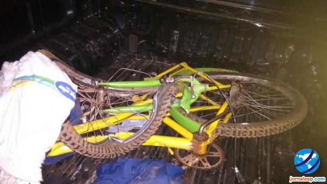 Bicicleta da vítima ficou bastante danificada (Crédito: Reprodução)