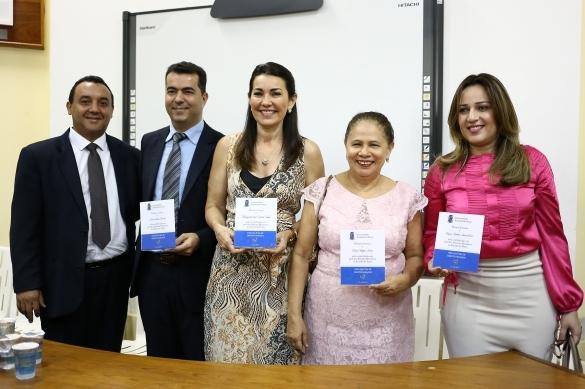 Margarete Coelho recebendo homenagem (Crédito: Reprodução)
