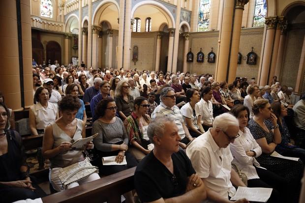 Famosos participam da missa de 7º dia da atriz Marília Pêra  (Crédito: Reprodução)