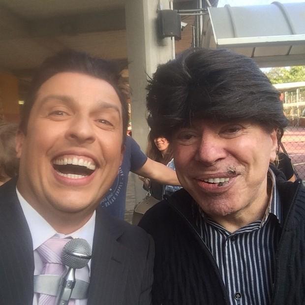 Silvio usando a peruca do personagem Ceará (Crédito: Reprodução)