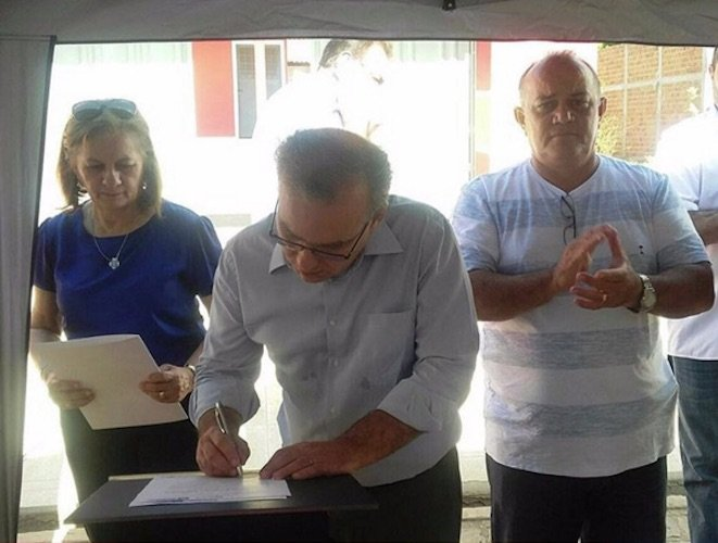 Prefeito Firmino Filho assina ordem de duplicação (Crédito: Ascom)