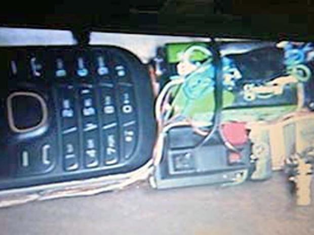 Bomba instalada debaixo de carro no Distrito Federal  (Crédito: Polícia Militar/Divulgação)