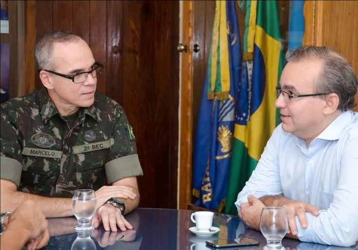 Firmino Filho em reunião com o exército (Crédito: Renato Bezerra)