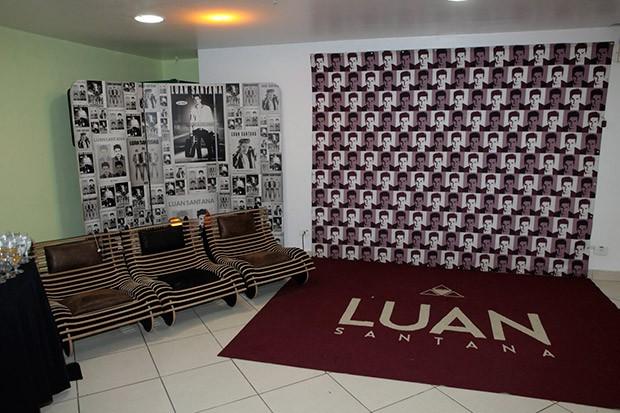 Local onde Luan recebe os fãs